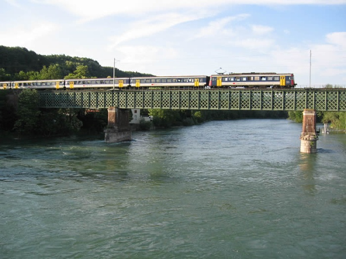 An composition of SBB class 540 passing the Rhine